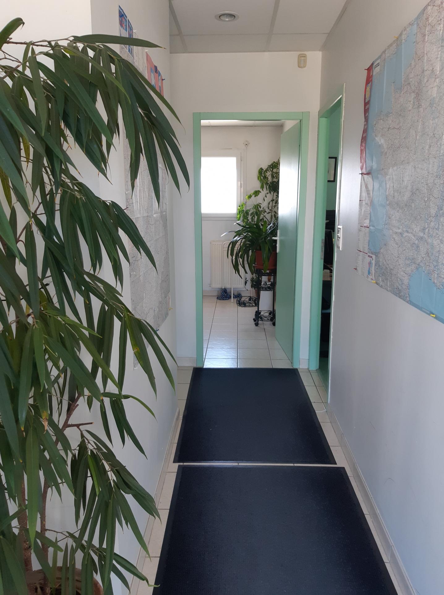 A VENDRE LOCAL A USAGE DE BUREAUX - Bureau Local Entrepôt
